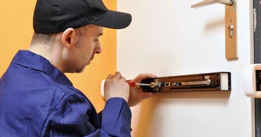 locksmith and emergency locksmith Miami
